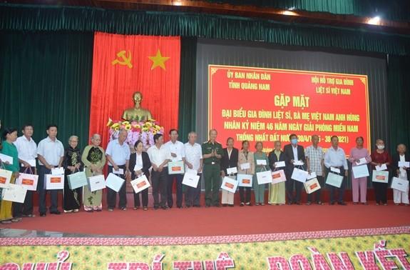 Tỉnh Quảng Nam gặp mặt, trao quà cho Mẹ Việt Nam Anh hùng và gia đình liệt sĩ