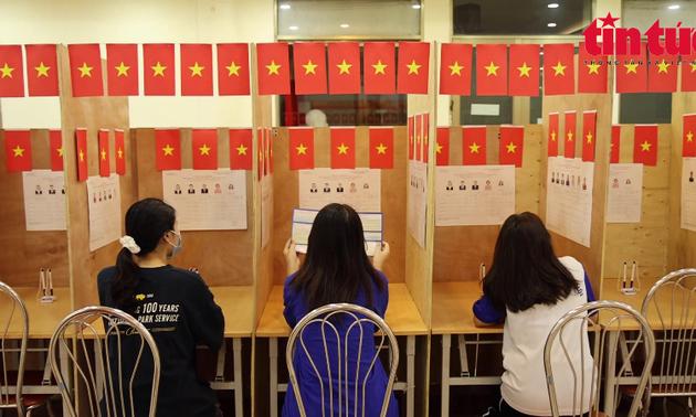 Các điểm bầu cử ở trường đại học đã sẵn sàng trong bối cảnh dịch bệnh
