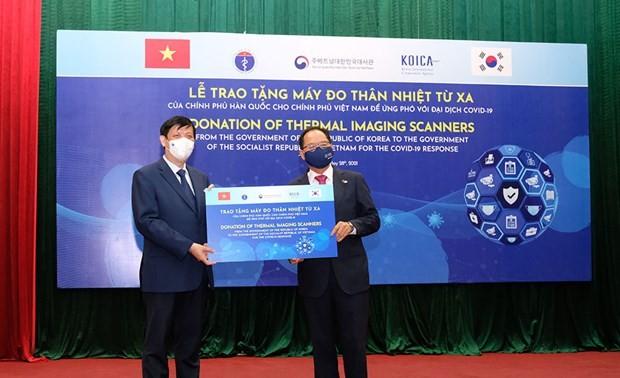 Chính phủ Hàn Quốc trao tặng 40 máy đo thân nhiệt từ xa cho Việt Nam