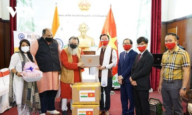 Trao quà của Phật tử Việt Nam hỗ trợ nhân dân Ấn Độ và Nepal chống đại dịch COVID-19