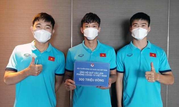 Đội tuyển bóng đá Việt Nam ủng hộ 300 triệu đồng vào Quỹ vaccine phòng COVID-19
