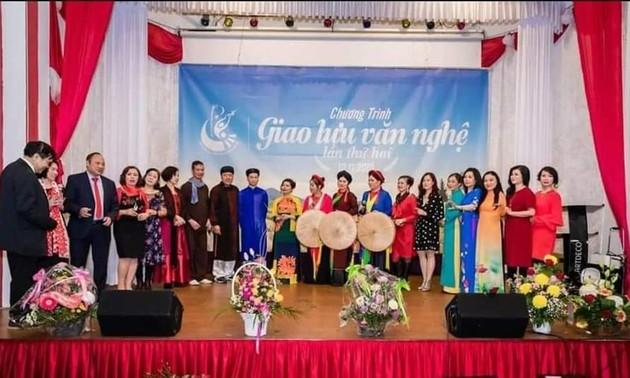 Cuộc thi kiều bào hát dân ca - phát huy vốn văn hóa truyền thống của dân tộc nơi xa xứ