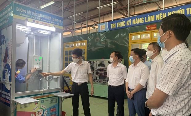 Trường Cao đẳng Lào Cai ra mắt Buồng lấy mẫu xét nghiệm Covid-19 di động
