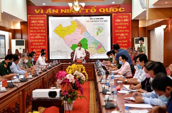 Phó Thủ tướng Trương Hòa Bình kiểm tra công tác phòng chống dịch tại Cần Thơ