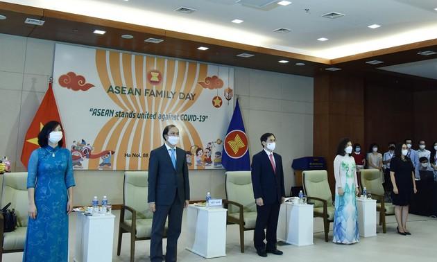 Lễ chào cờ và Ngày Gia đình ASEAN và Ngày thành lập ASEAN