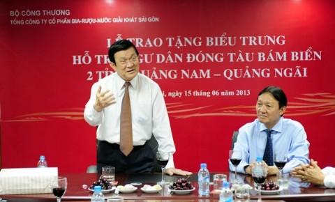 Presiden Vietnam menghadiri upacara penyampaian uang VND 12 miliar untuk membantu kaum nelayan