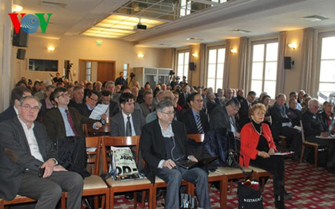 Lokakarya tentang Kongres Nasional ke-12 KS PKV di Perancis