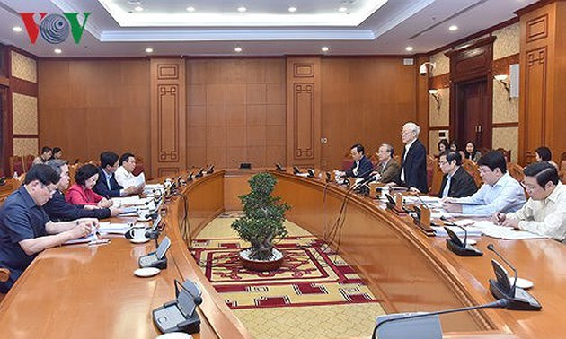Politburo reviews proposals for Party Central Committee's 7th plenum