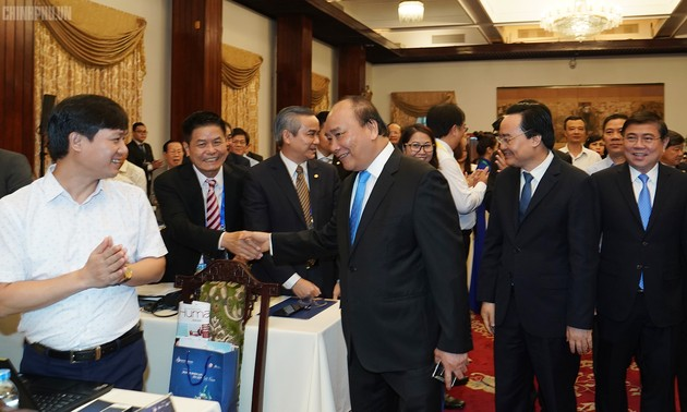 PM calls for improved workplace to attract high quality human resources