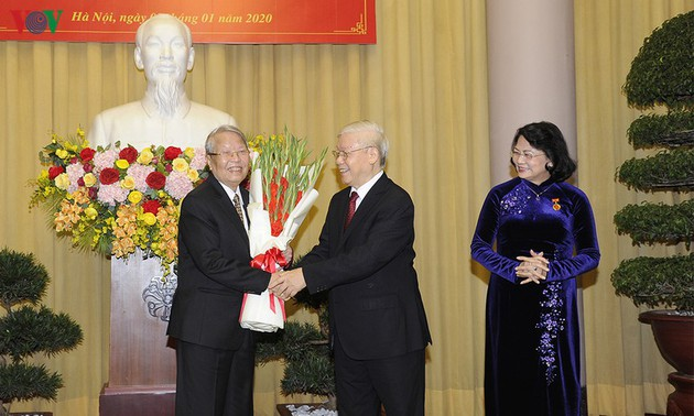 Party leader and President presents Party badge to high-ranking State officials