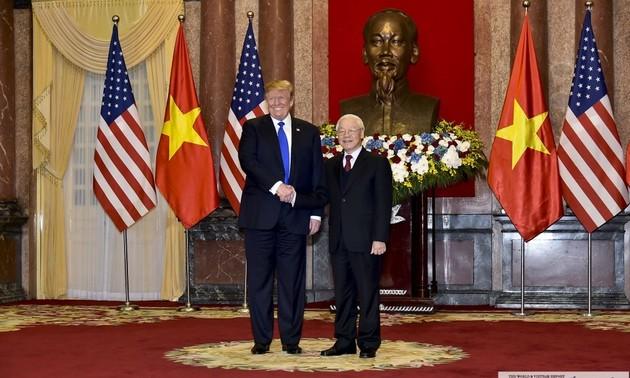 Vietnam, US exchange congratulations on 25 years of diplomatic ties