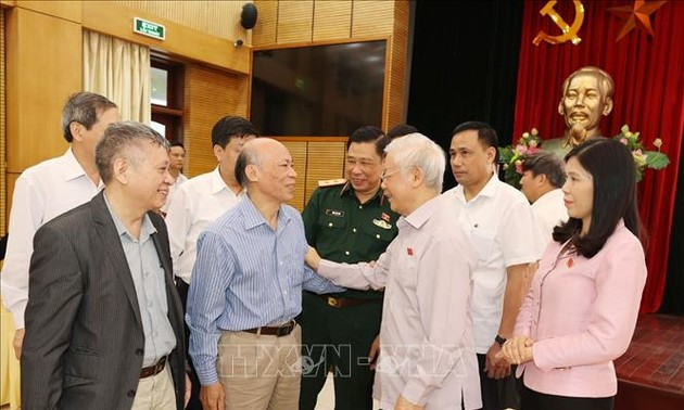 Party chief and President calls for people's contribution to Hanoi and national development