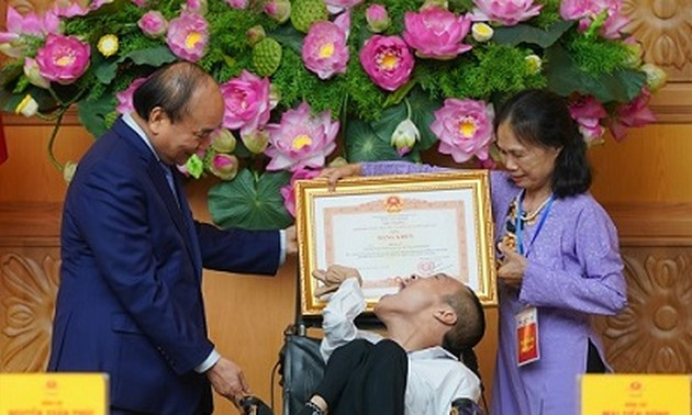 Prime Minister calls for spreading Vietnamese humanity, affection