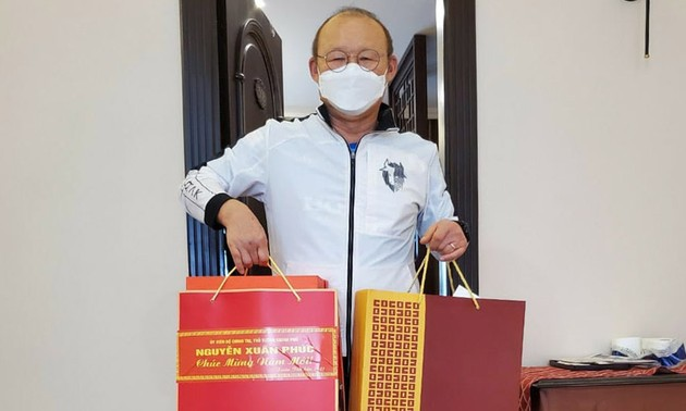 Prime Minister sends Tet gift to football coach Park Hang-seo