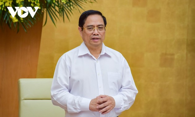 PM urges localities to resolutely fight COVID-19, develop economy