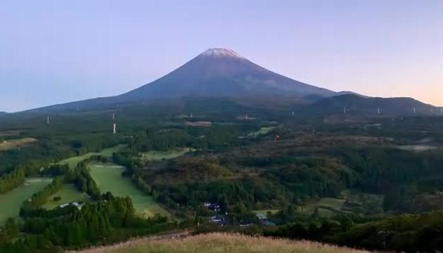 Mount Fuji records earliest snow in 13 years