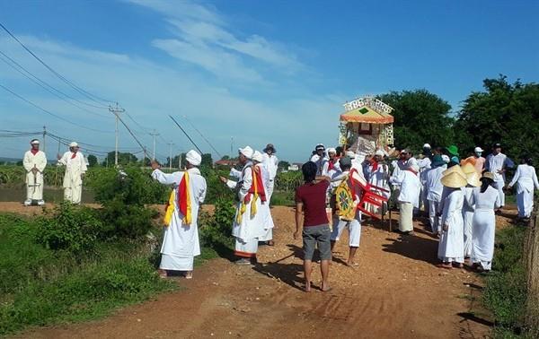 占族同胞的婚礼、葬礼发生了许多变化