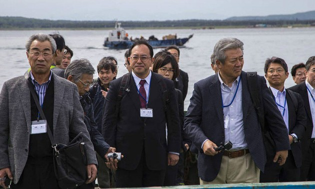 Японская делегация прибыла на спорные с Россией Курильские острова
