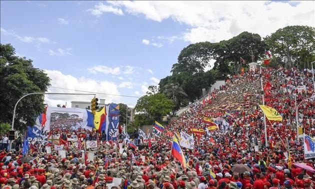 В Венесуэле прошло шествие в знак протеста против американских санкций