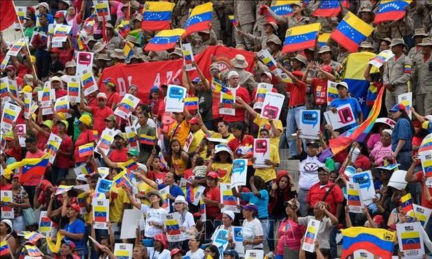Венесуэла собирает подписи миллионов граждан против американских санкций