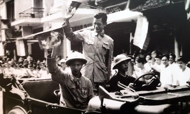 Редкие архивные фотографии, посвященные Дню освобождения Ханоя