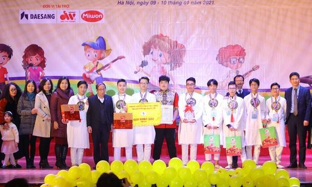 Ученик средней школы «Тханглонг» получил специальную награду конкурса «Ранняя звезда»