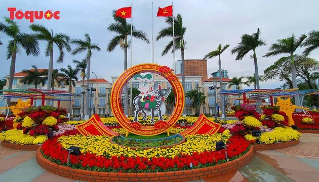 Открылась цветочная весенняя улица в городе Дананге