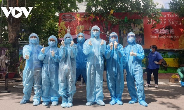 Будущие вьетнамские врачи вступают в бой с Covid-19 в городе Хошимине