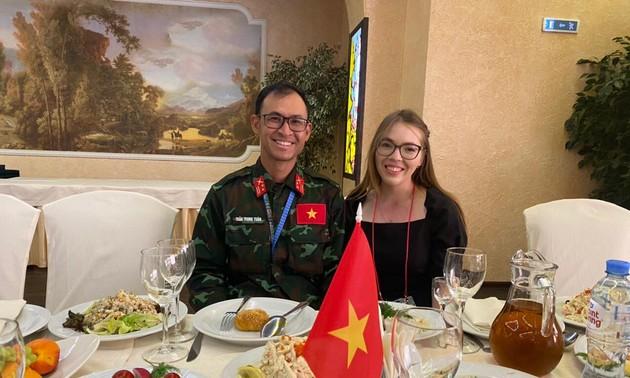 За кулисами АрМИ 2021: Российские переводчицы укрепляют вьетнамско-российскую дружбу