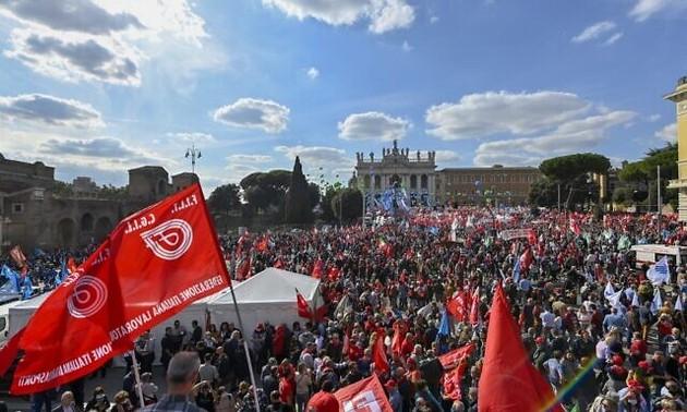 В Италии прошла масштабная манифестация профсоюзов против фашизма