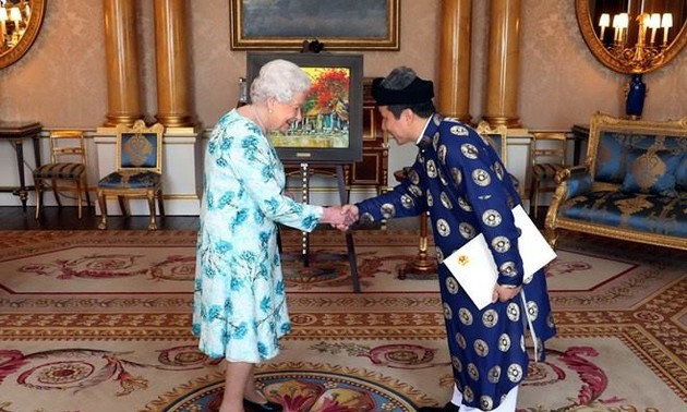 Vietnamese Ambassador to UK presents credentials