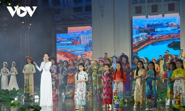 Fashion show opens Ao Dai Festival in HCM City