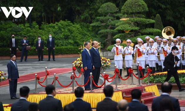 Official welcome ceremony for Japanese PM in Hanoi