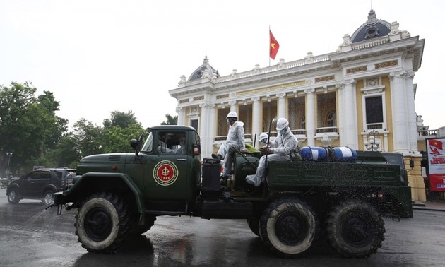 Armed forces disinfect Hanoi amid ongoing COVID-19 fight