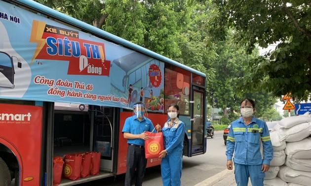 """""""Xe buýt siêu thị 0 đồng"""" kịp thời hỗ trợ người lao động Hà Nội ảnh hưởng do dịch COVID-19"""
