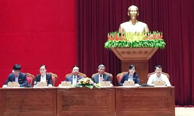 Party and State leaders meet voters