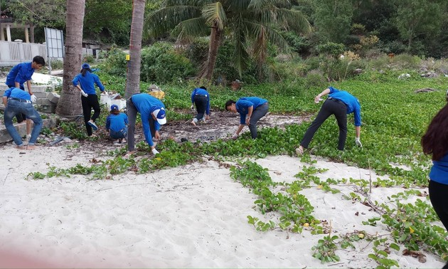 Young people in Mekong Delta join sea and island protection movements