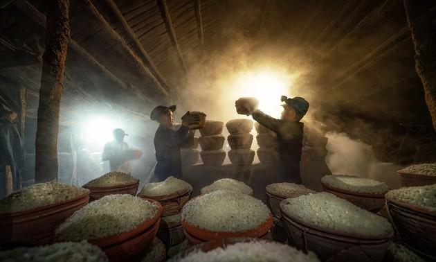 Award-winning photos showcase nature, daily life in Vietnam