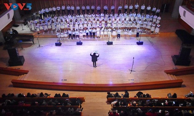 Christmas concert sends message of peace and hope