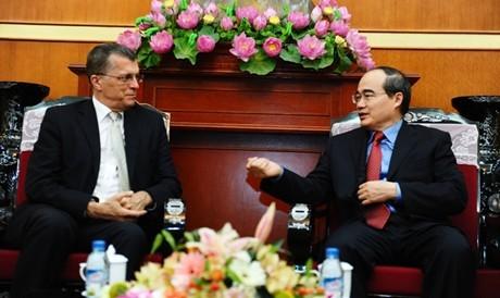 Chủ tịch Ủy ban Trung ương MTTQ Việt Nam Nguyễn Thiện Nhân tiếp Đại sứ Australia Hugh Borrowman