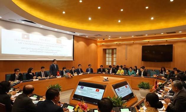 Hà Nội (Việt Nam) và Vientiane (Lào) trao đổi kinh nghiệm về cải cách hành chính
