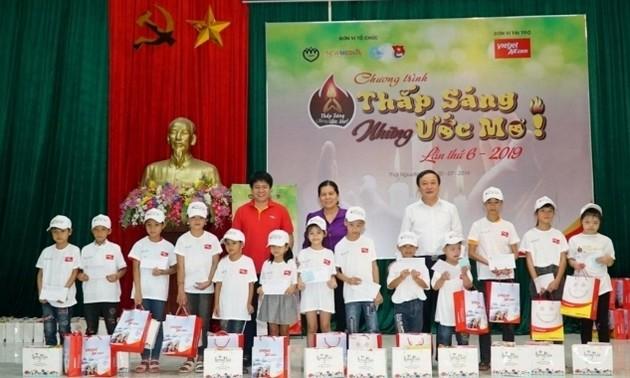 Vietjet đồng hành thắp sáng những ước mơ cho trẻ em nghèo