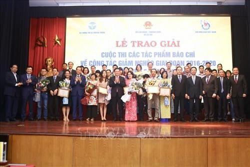 Tôn vinh các tập thể, cá nhân đoạt giải cuộc thi viết về công tác giảm nghèo