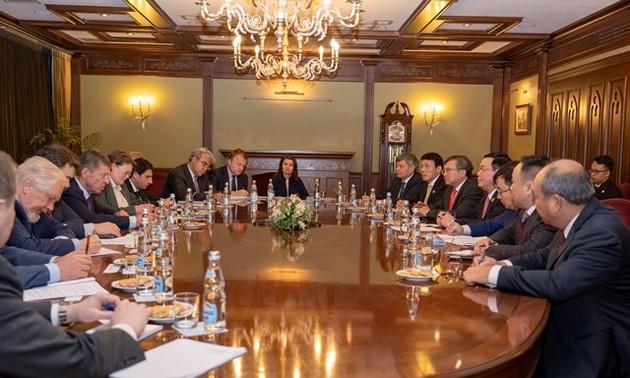 Việt Nam coi trọng hợp tác nhiều mặt với Liên bang Nga