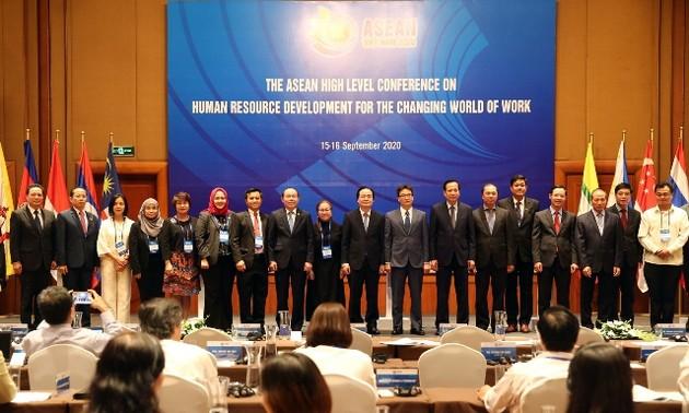 Hội nghị cấp cao về phát triển nguồn nhân lực cho thế giới công việc đang đổi thay