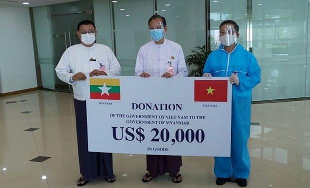 Việt Nam trao hàng vật tư y tế hỗ trợ cho Myanmar