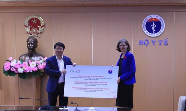 Canada trao tặng Bộ Y tế Việt Nam thiết bị phòng chống dịch Covid-19
