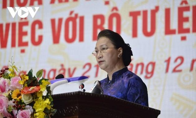 Chủ tịch Quốc hội Nguyễn Thị Kim Ngân thăm và làm việc với Bộ tư lệnh Quân khu 5