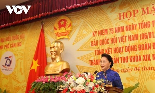 Chủ tịch Quốc hội Nguyễn Thị Kim Ngân họp mặt kỷ niệm 75 năm ngày Tổng tuyển cử đầu tiên tại Cần Thơ