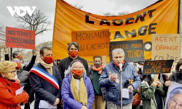 Tuần hành ủng hộ vụ kiện của bà Tố Nga đòi công lý cho các nạn nhân chất độc da cam